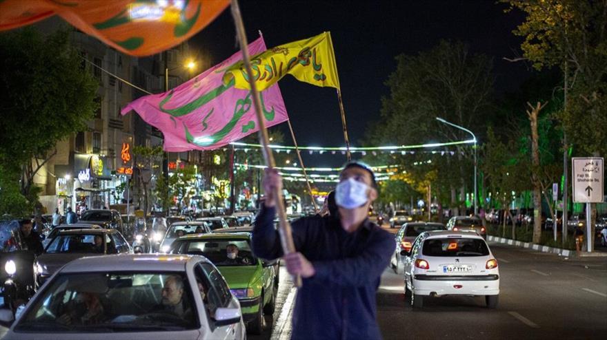 Iraníes festejan el nacimiento del Imam Mahdi (que Dios acelere su llegada) en Teherán, capital, 28 de marzo de 2021. (Foto: Fars)