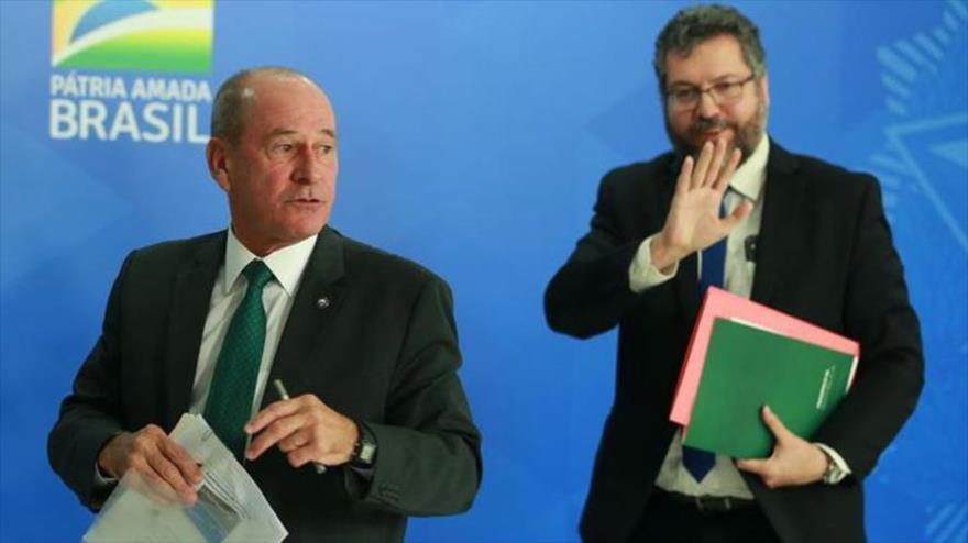 Los ya exministros brasileños de Defensa, el general Fernando Azevedo e Silva (izda.), y de Asuntos Exteriores, Ernesto Araújo.
