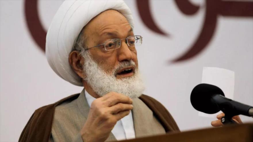 El líder bareiní, el sheij Isa Ahmad Qasem, ofrece un discurso.