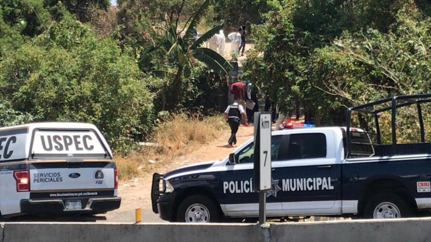 La Unidad de Servicios Periciales y Escena del Crimen de México se persona en el lugar donde se hallaron ocho cadáveres en el estado de Michoacán.