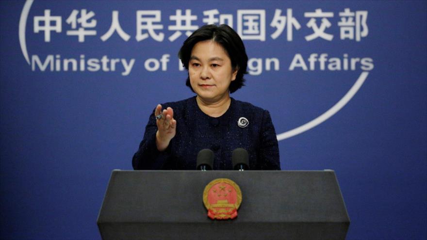 La portavoz de la Cancillería china, Hua Chunying, habla con la prensa en Pekín, la capital, 7 de enero de 2021. (Foto: Reuters)