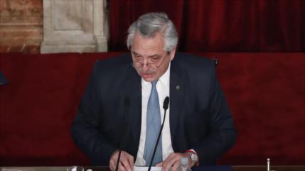 Presidente de Argentina anuncia que dio positivo en la COVID-19