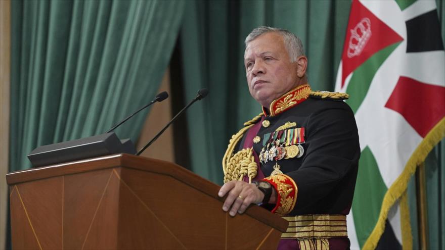 El rey de Jordania, Abdulá II, en la inauguración de la sesión parlamentaria del país, marzo de 2021. (Foto: AP)