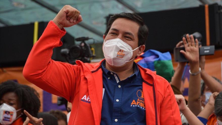 Ecuador Decide: Correísmo lidera encuestas a una semana de balotaje