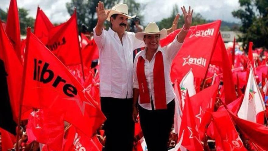 La precandidata presidencial hondureña del partido Libre, Xiomara Castro, y su esposo Manuel Zelaya.