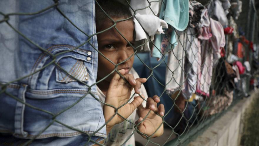 Un niño venezolano en un campo de refugiados en el estado colombiano Arauquita, en la frontera con Venezuela, 25 de marzo de 2021. (Foto: AP)