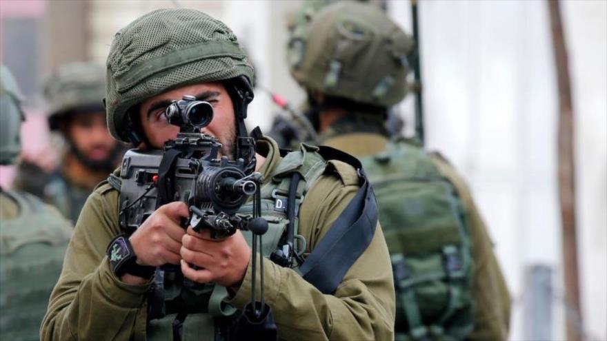 Soldados israelíes matan a un palestino y hieren a su esposa en Ramalá