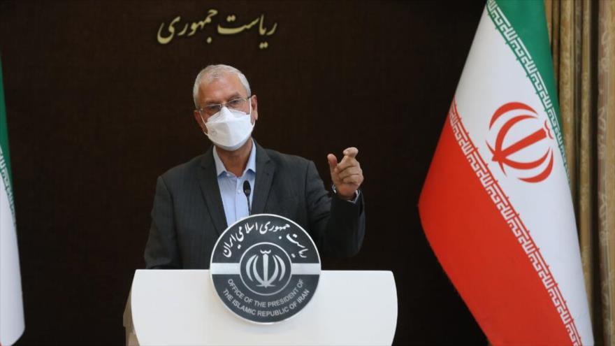 El portavoz del Gobierno iraní, Ali Rabiei, habla con los periodistas en Teherán, capital persa, 6 de abril de 2021. (Foto: IRNA)
