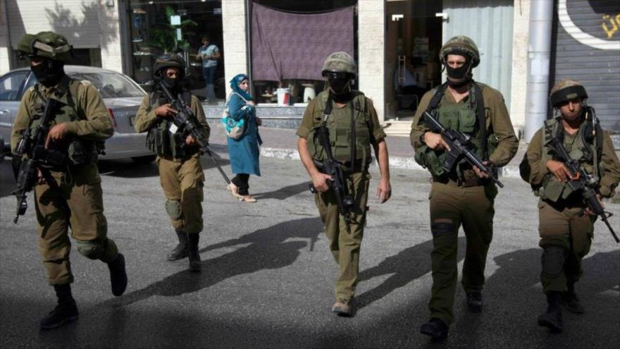 Soldados israelíes en las calles de la ciudad de Al-Jalil (Hebrón), en la ocupada Cisjordania. (Foto: AP)