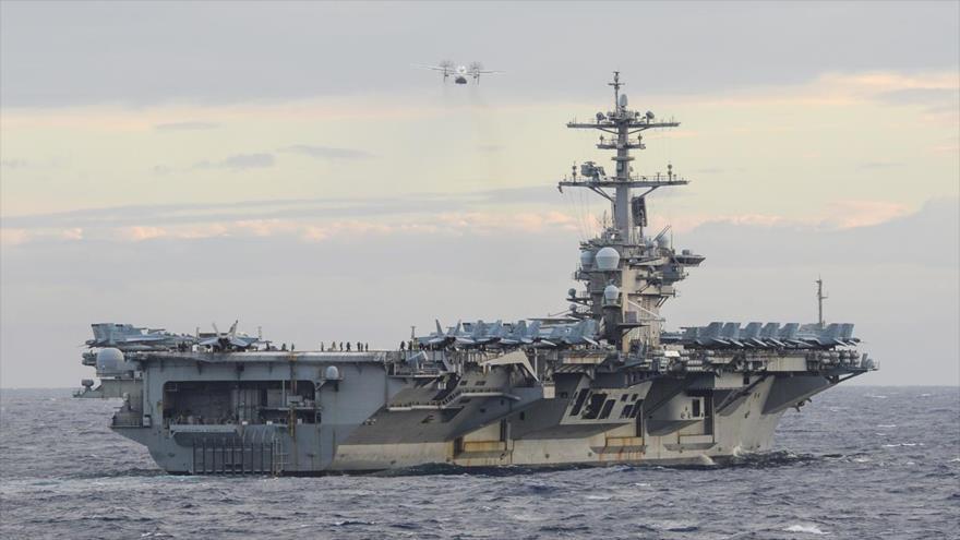 El portaviones USS Theodore Roosevelt de EE.UU. despliega un pequeño dron en unos ejercicios en el mar de la China Meridional, 9 de febrero de 2021.