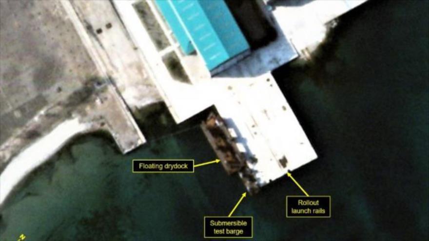 Foto satelital de la barcaza de prueba de misiles sumergibles en el astillero naval Sinpo Sur de Corea del Norte, 6 de abril de 2021. (Foto: North 38)