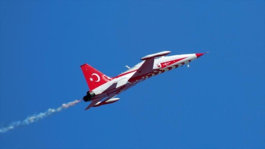 Vídeo: Un caza se estrella en centro de Turquía; murió el piloto