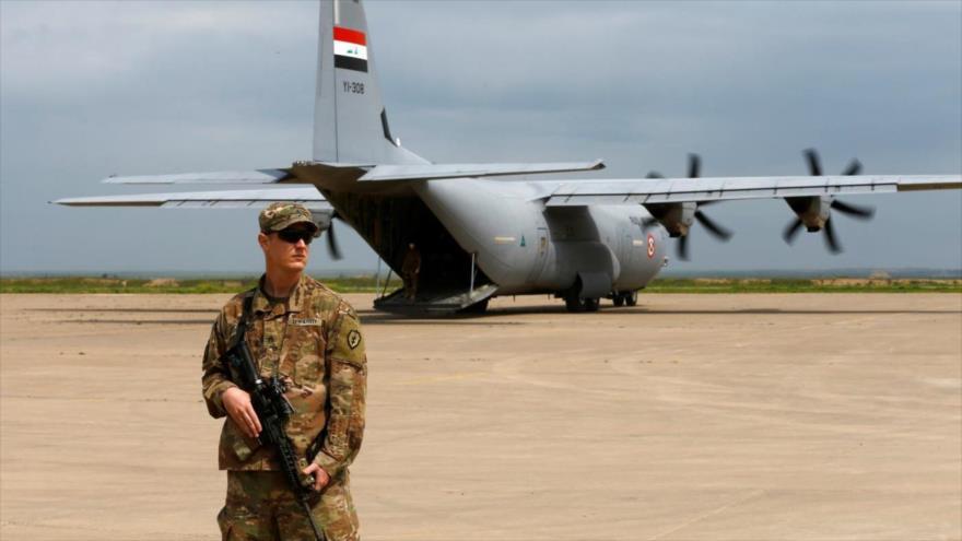 Un soldado estadounidense en la base aérea de Al-Qayyarah, al sur de Mosul, 26 de marzo de 2020. (Foto: Reuters)