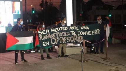 Chilenos protestan por polémica instalación de monumento proisraelí