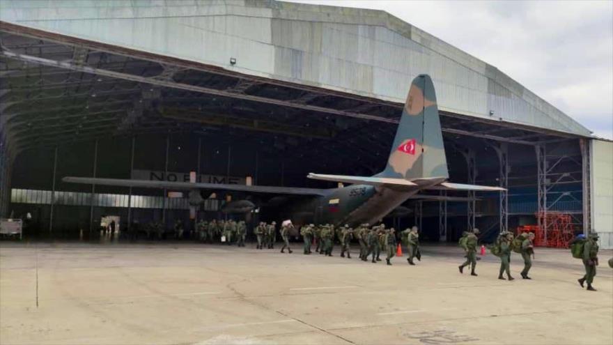 La Fuerza Armada Nacional Bolivariana despliega fuerzas de acción rápida en la frontera con Colombia en Apure, 7 de abril de 2021. (Foto: FANB)