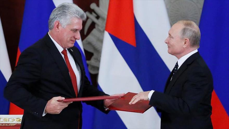 El presidente ruso, Vladimir Putin, (dcha.) y su homólogo cubano, Miguel Díaz-Canel, en Moscú, capital rusa, 2 de noviembre de 2018. (Foto: Reuters)