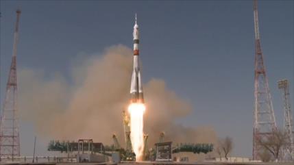 Rusia recuerda vuelo de Gagarin lanzando un cohete al espacio