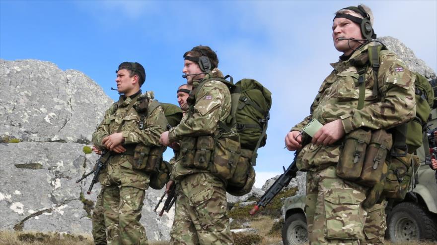 Fuerzas militares británicas desplegadas en las islas Malvinas para llevar a cabo un ejercicios militar.
