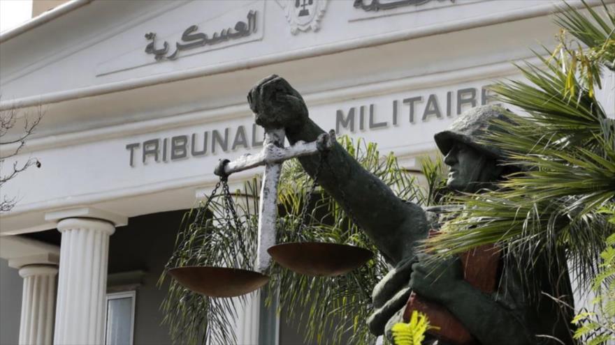 La estatua de un soldado levantando una balanza, como símbolo de la justicia. Beirut, El Líbano.