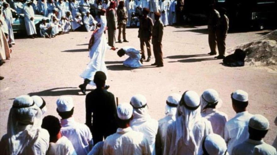 Decapitan en público a un prisionero en Arabia Saudí.