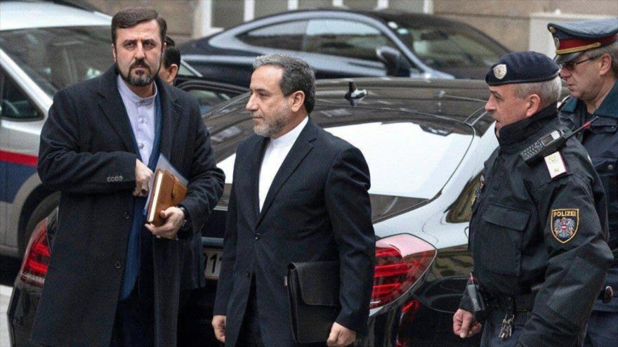 Irán a EEUU: Levanten embargos de Trump y pacto nuclear se salvará
