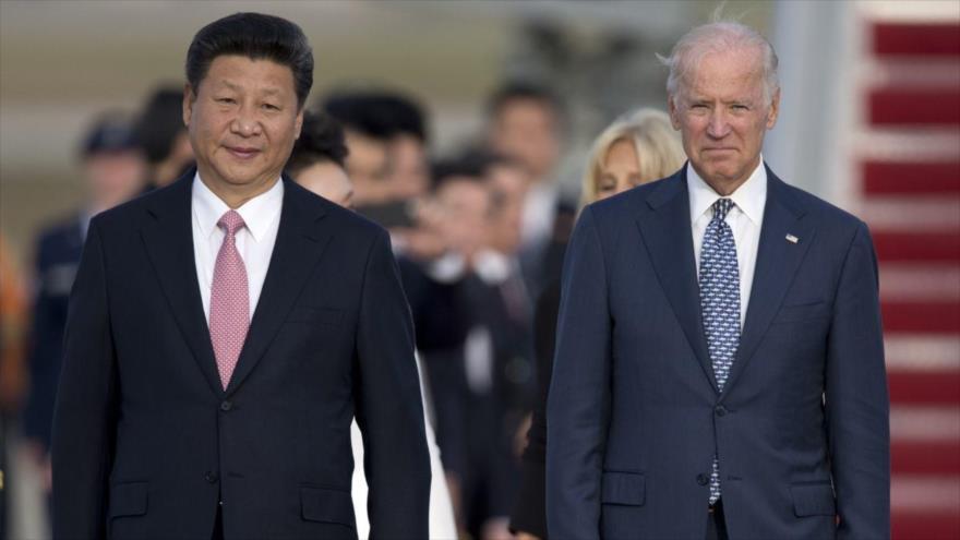 El presidente de China, Xi Jinping, reunido con el entonces vicepresidente de EE.UU., Joe Biden, en Los Ángeles, 18 de febrero de 2012. (Foto: AP)