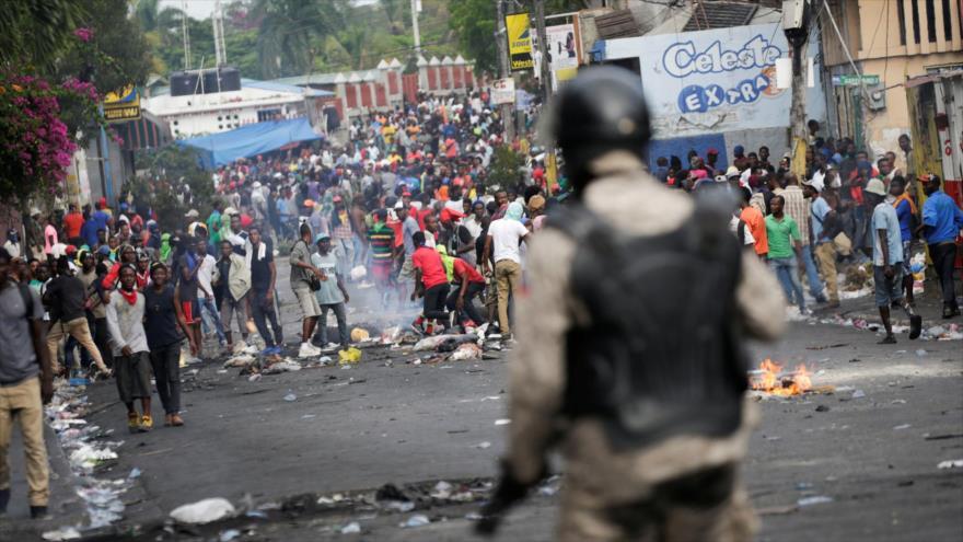 Los haitianos participan en una manifestación exigiendo la renuncia del presidente haitiano, Jovenel Moise, el 27 de septiembre de 2019. (Foto: Reuters)
