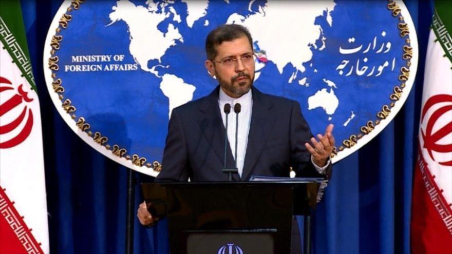 El portavoz del Ministerio de Asuntos Exteriores de Irán, Said Jatibzade, ofrece una rueda de prensa en Teherán, la capital.