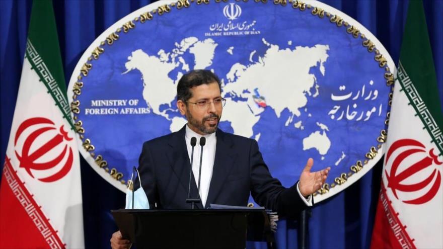 El portavoz del Ministerio de Asuntos Exteriores de Irán, Said Jatibzade, ofrece una rueda de prensa en Teherán, capital.