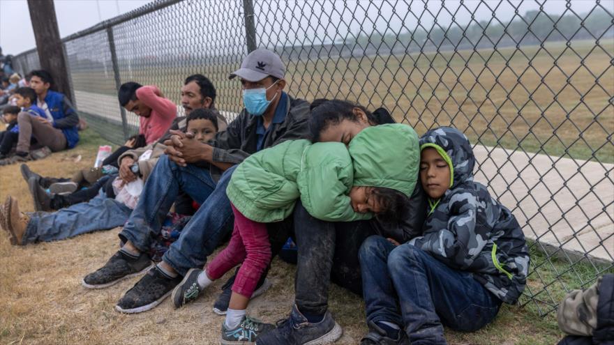 """Denuncian """"respuesta militar"""" de Biden ante flujo humano a EEUU"""