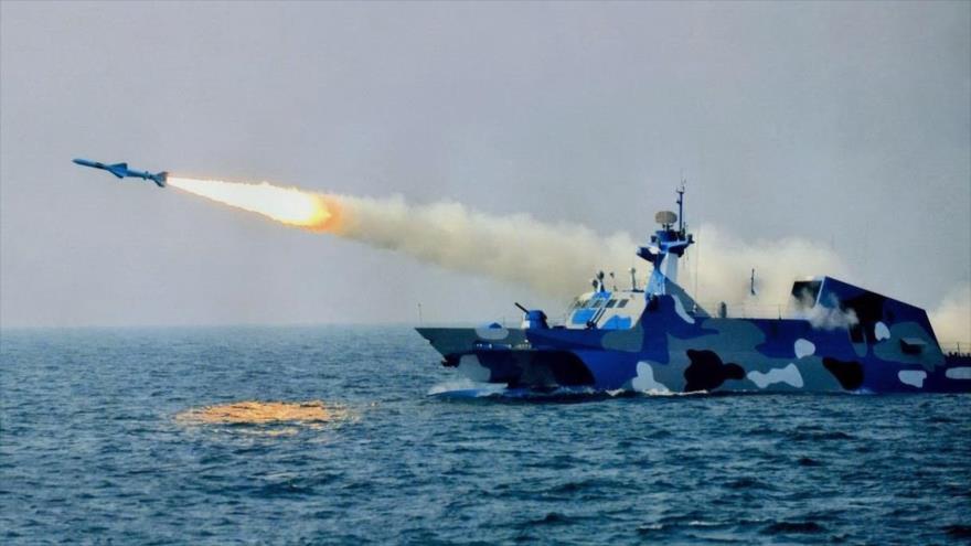 El momento de lanzamiento de un misil del buque lanzamisile de ataque rápido Tipo 022.