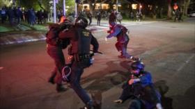 Vídeo: Policía de EEUU reprime marcha por asesinato de joven negro
