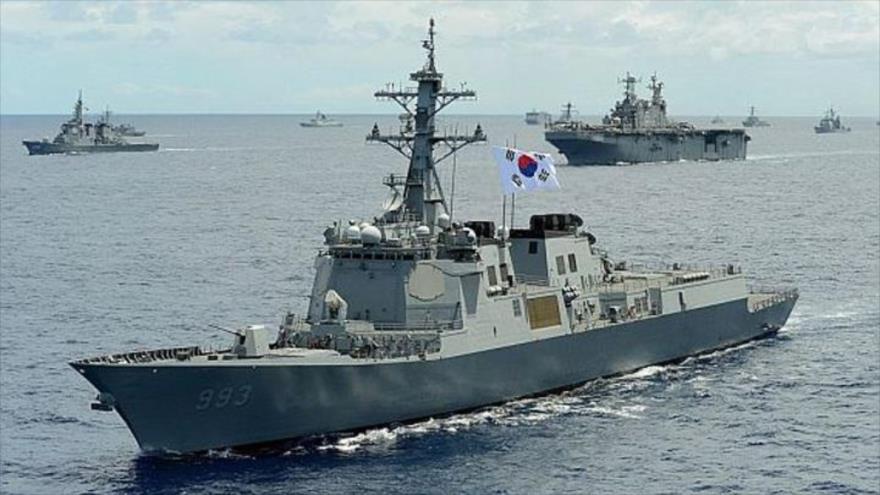 Un buque destructor de Corea del Sur, equipado con sistema de defensa antimisiles Aegis, en unas maniobras navales.