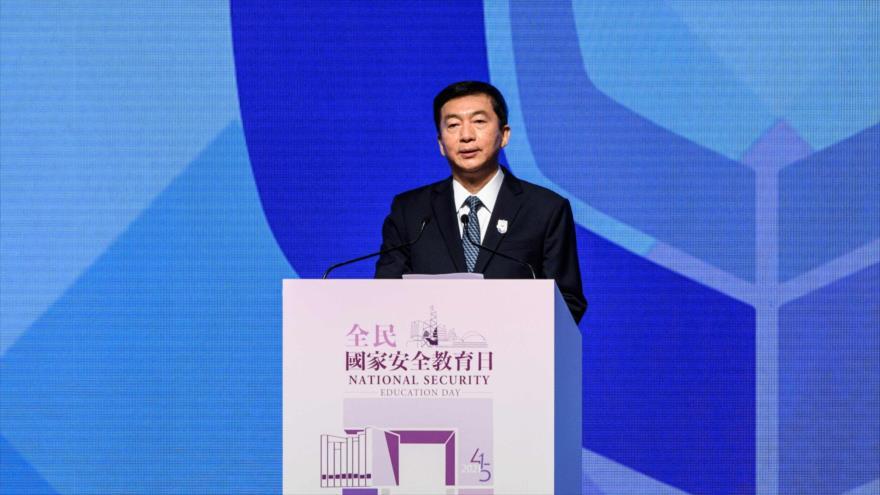 El director de la Oficina de Enlace del Gobierno de China en Hong Kong, Luo Huining, habla durante un discurso, 15 de abril de 2021. (Foto: AFP)