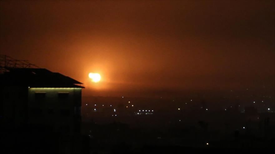 Una explosión tras un ataque aéreo de Israel en Rafah, sur de la Franja de Gaza, 16 de abril de 2021. (Foto: AFP)