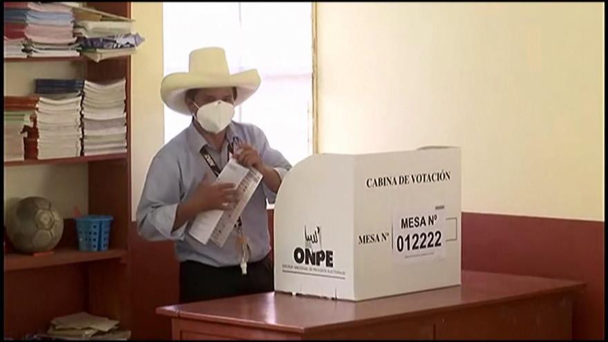 Ardua labor de candidatos a segunda vuelta de presidenciales en Perú