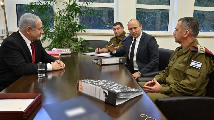 El premier israelí, Benjamín Netanyahu (izda.) durante una reunión del gabinete de seguridad israelí, 12 de noviembre de 2019.