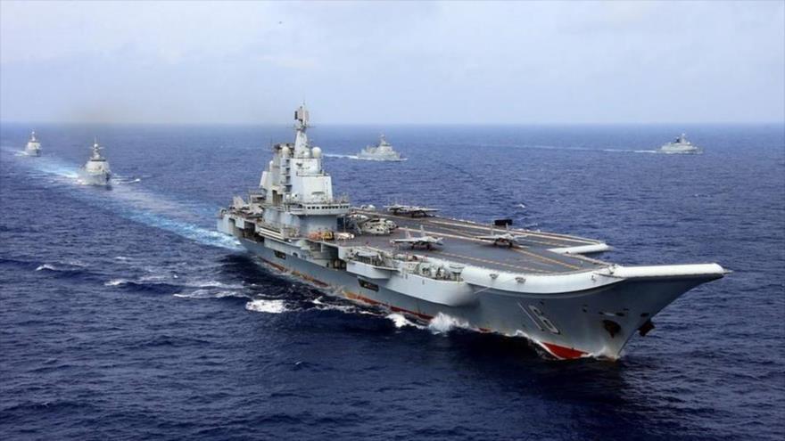 Buques estadounidenses realizando una maniobra militar cerca de Taiwán.