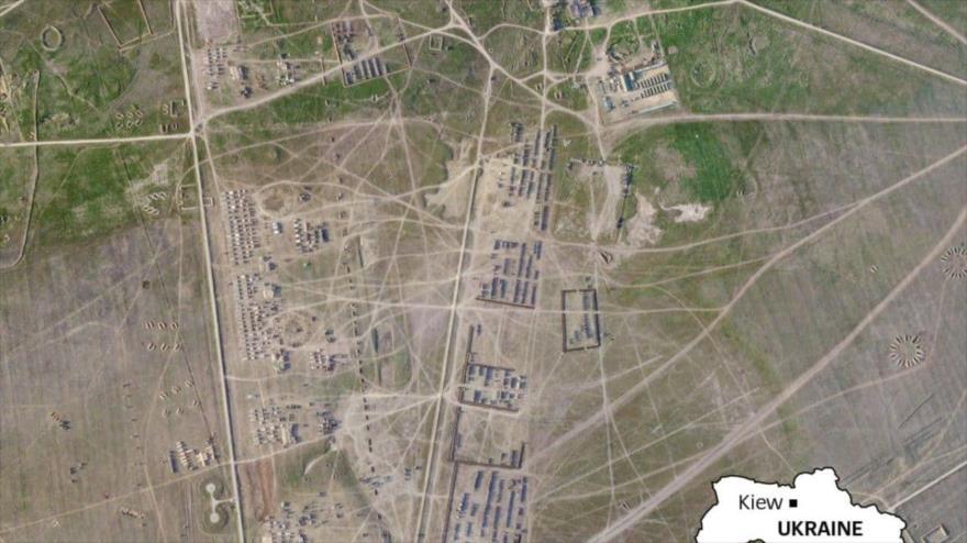 Una imagen satelital que muestra el despliegue de miles de equipos y militares rusos cerca de las fronteras de Crimea. (Foto: Der Spiegel)