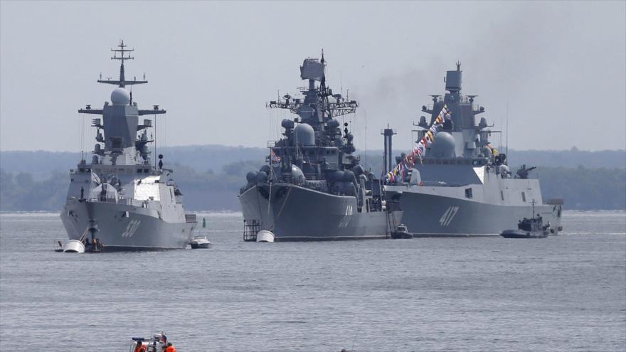 Buques rusos anclados en una bahía de la base de la flota rusa en Baltiysk, en la región de Kaliningrado, Rusia. (Foto: Reuters)