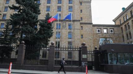 Medida recíproca: Rusia expulsa a 20 diplomáticos checos