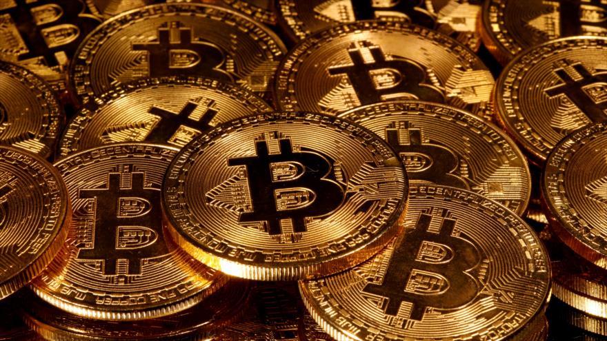Representaciones de la criptomoneda bitcóin. (Foto: Reuters)