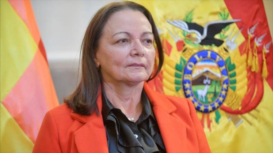 La exministra de Salud del gobierno de facto de Bolivia Eidy Roca en un acto público, el 28 de mayo 2020, La Paz. (Reuters)