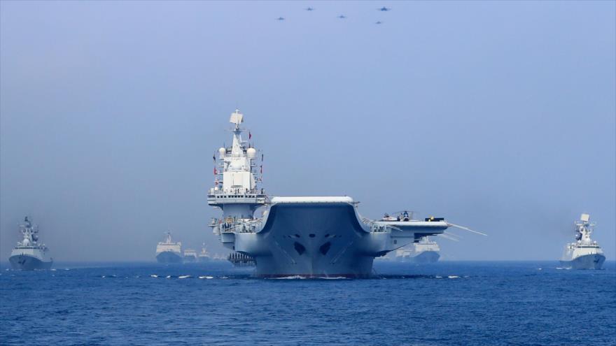 Un grupo de buques de combate de la Armada del gigante asiático surca en las aguas del mar de la China Meridional, 12 de abril de 2018. (Foto: Reuters)