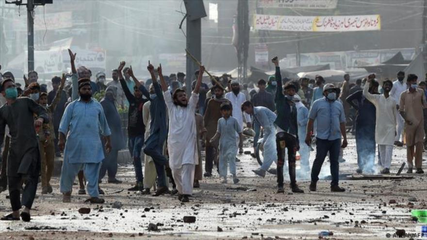 Partidarios del TLP protestan después del arresto de su líder