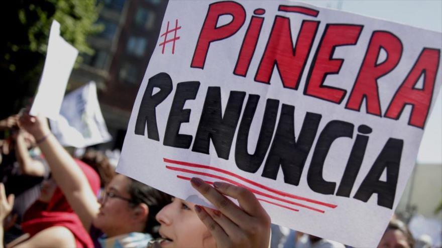 Piden destituir al presidente chileno por frenar retiro de pensiones | HISPANTV