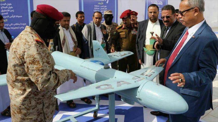 Un dron yemení tipo Qasef exhibido en una exposición en Saná, la capital.