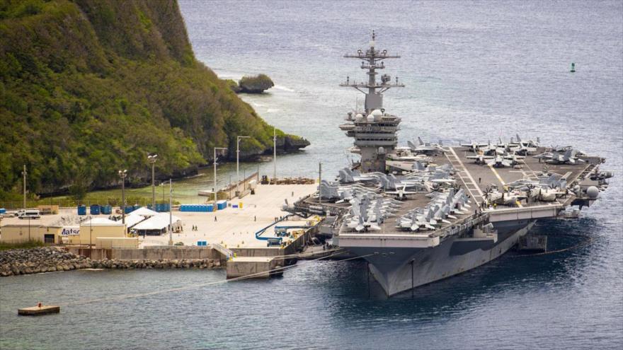 Un grupo de portaviones de EEUU, dirigido por USS Theodore Roosevelt, navega hacia el mar de la China Meridional, 23 de enero de 2021. (Foto: AFP)
