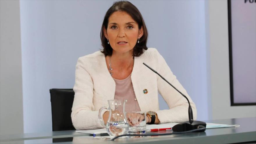 Ministra española recibe una carta con una navaja ensangrentada