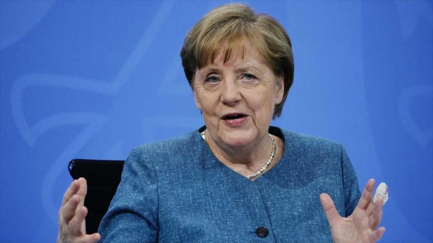 La canciller de Alemania, Angela Merkel, en una rueda de prensa en Berlín, la capital, 26 de abril de 2021. (Foto: AFP)